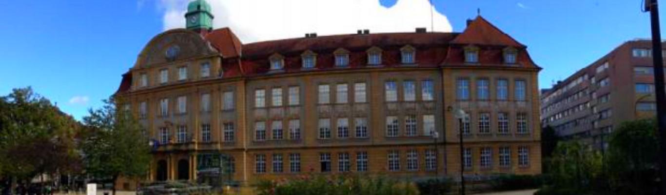 Travux de rénovation de la façade place Maud'huy du lycée Général et Technologique Régional Georges de la Tour à Metz.