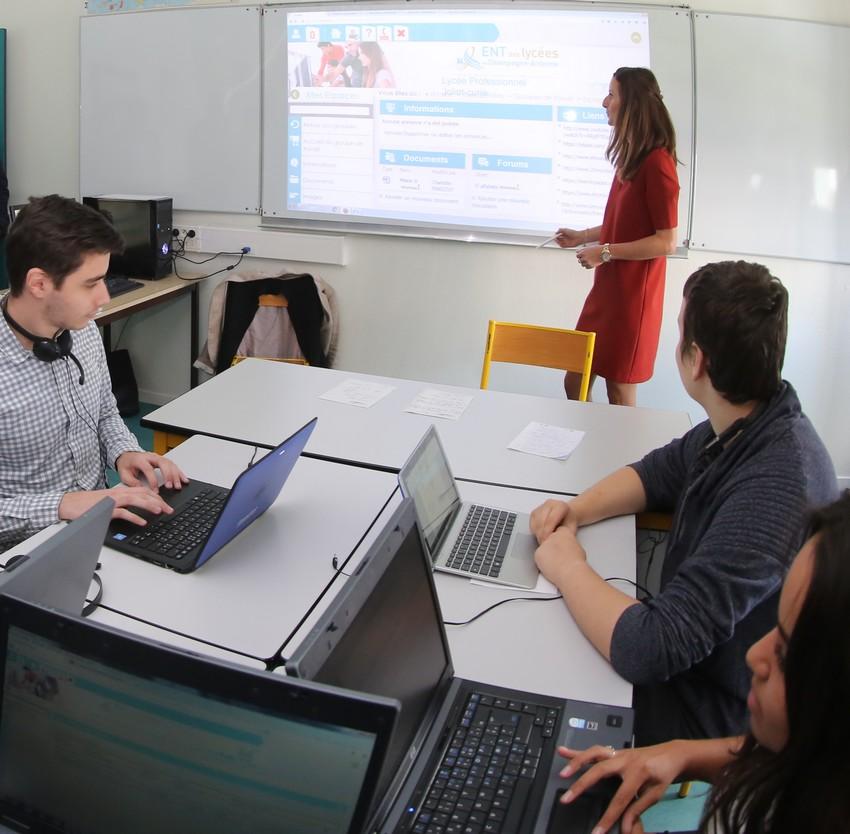 Lycéens dans un lycée de Reims