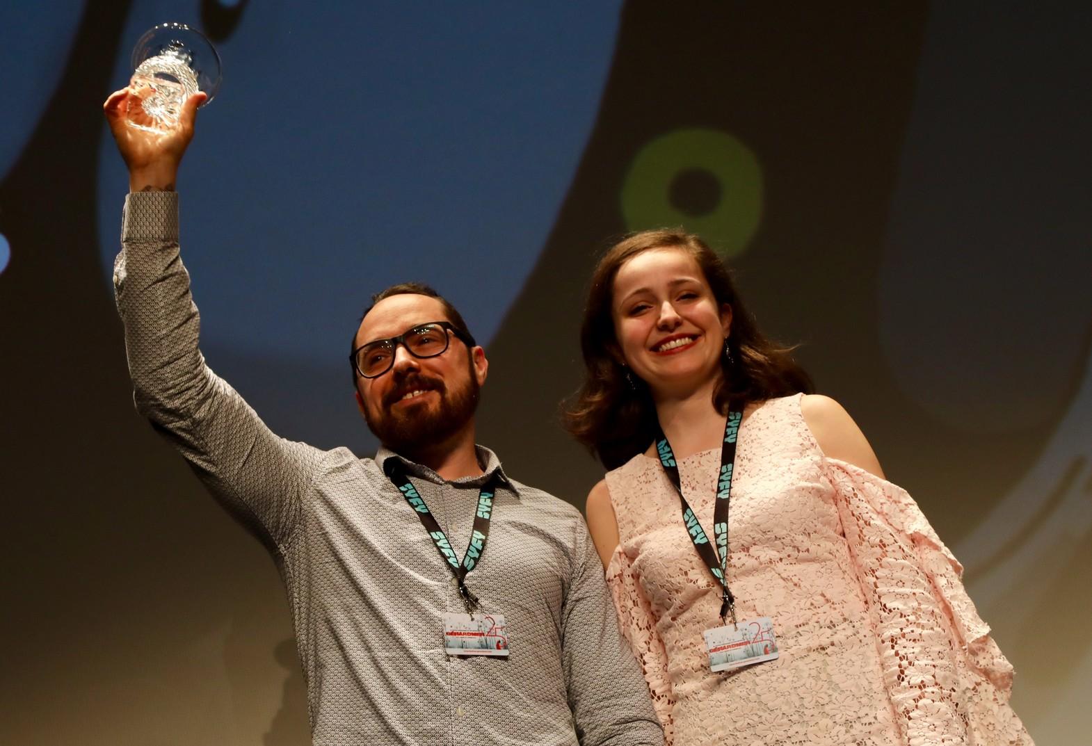 """Guillaume """"Run"""" Renard a reçu le prix du Jury Jeunes de sa présidente Stéphanie Klein"""