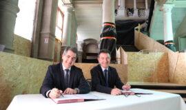 Signature de la convention pour le financement du musée du Vin de Champagne et d'Archéologie régionale à Epernay