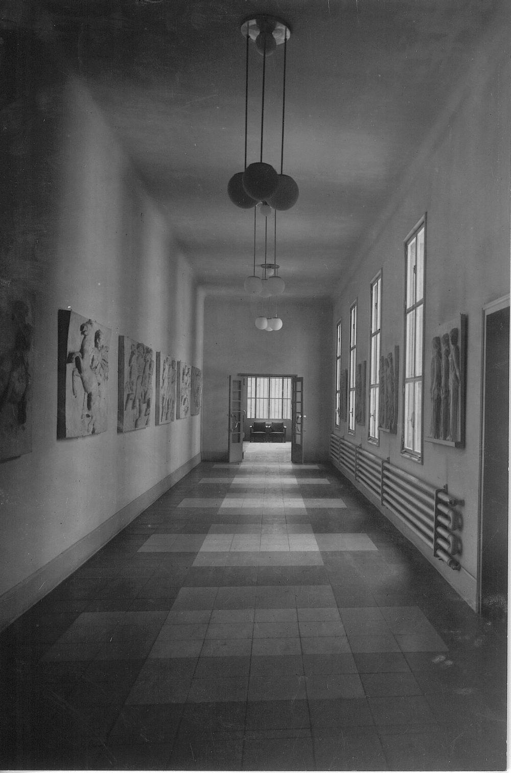 Inconnu -Sans titre -Vers 1940 Couloir de l'internat