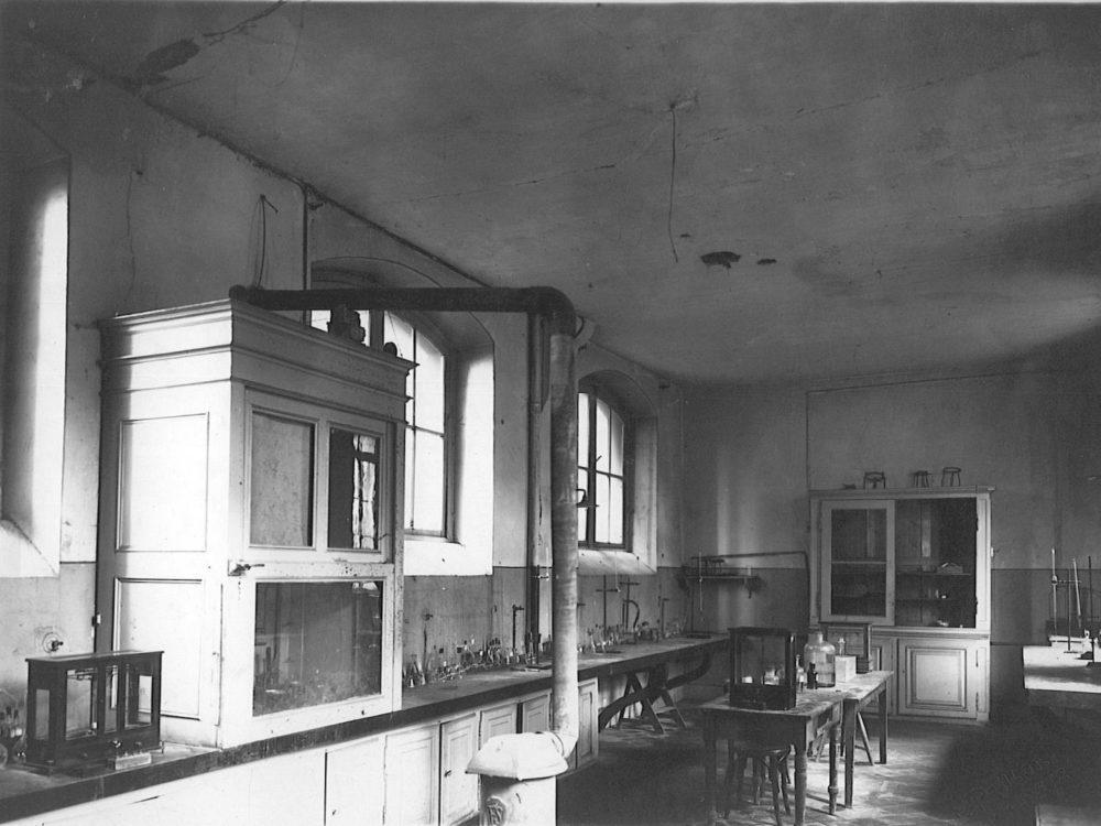 Inconnu -Sans titre – Vers 1940 - Laboratoire de chimie