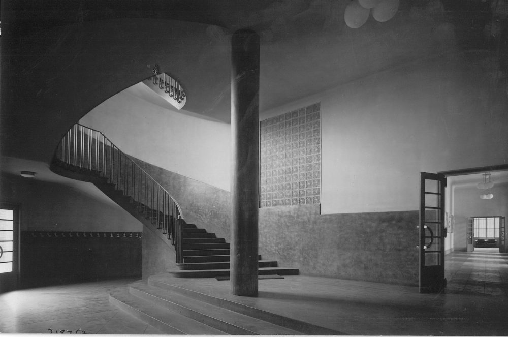 Sans titre – Vers 1940 Hall de l'internat